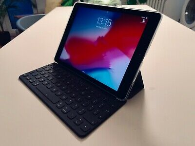 Apple iPad Pro 1st Gen. 128GB, Wi-fi, 9.7in - Space Grey + Keyboard + Pencil