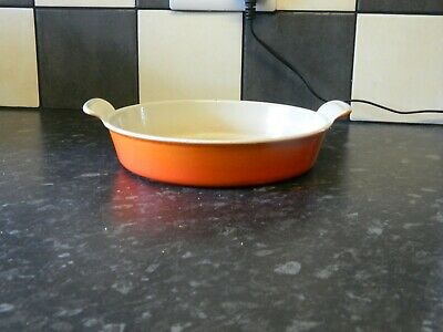 le creuset cast iron oven dish / serving dish orange finish size 22