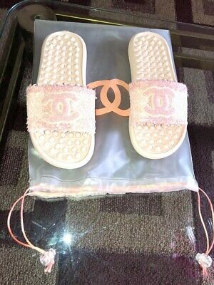Chanel 18S CC Logo  Womens Coral/ Pink Pool Mules/Slides.