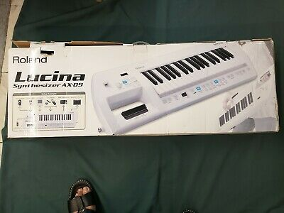 Roland Lucina Synthesizer AX-09