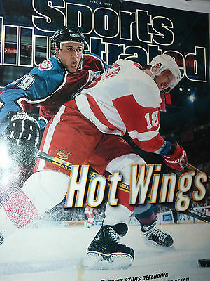 Excellent Condition 1997 Sports Illustrated magazine Detroit Red Wings Stanley !