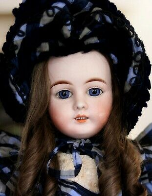 Antique French Market 44 - 30 Gebrüder Kühnlenz Bisque Head Doll
