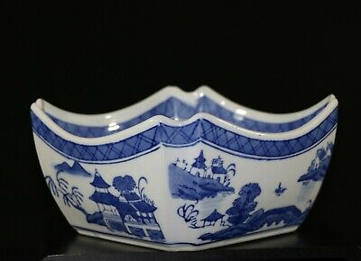 A big 19th C Chinese export blue and white porcelain octagonal bowl 998