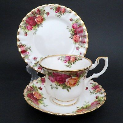 Vintage Royal Albert Old Country Roses Trio  England Teacup/Saucer/Side Plate