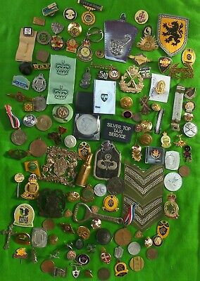 Bulk lot of close to a kilo of civil & military badges, coins, odd collectables