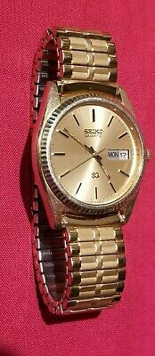 Vintage SEIKO SQ QUARTZ 472459 Day Date gold tone mens wrist watch WR watches