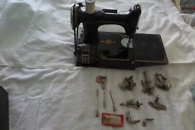 Beautiful Singer Feather Weight Sewing Machine Case Loaded W/Access.  Sews Great