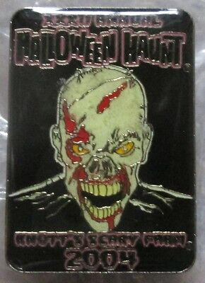Knotts Halloween Haunt Employee Only Pin Scary Farm 2004 XXXII ANNUAL