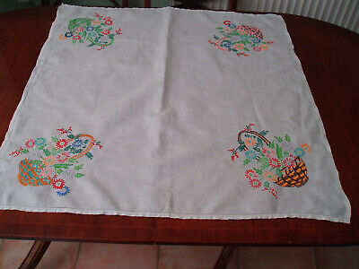 """VINTAGE LINEN HAND EMBROIDERED TABLE CLOTH 33"""" x 33"""""""