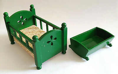 1986 Bandai  Maple Town Story  Green Crib w/ Drop Side & Green Cradle Sylvanian