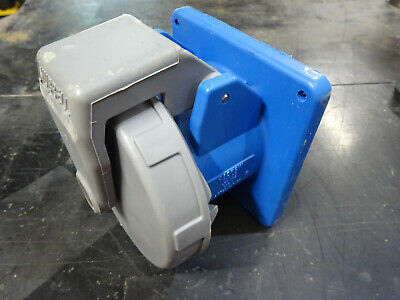 Hubbell Receptacle 460R9W 60A 250VAC 4W 3 phase Used
