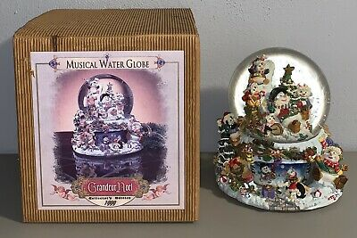 1999 Grandeur Noel Musical Animated Snowglobe Collector's Edition Christmas