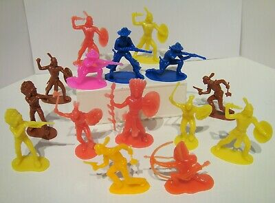 Lot Of 15 Vintage Hong Kong Wild West Cowboys Indians Plastic Toy Figures