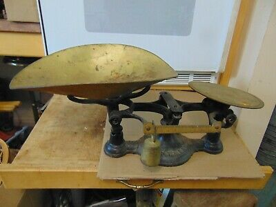 vintage /antique  scale montreal   nice   /# 7500
