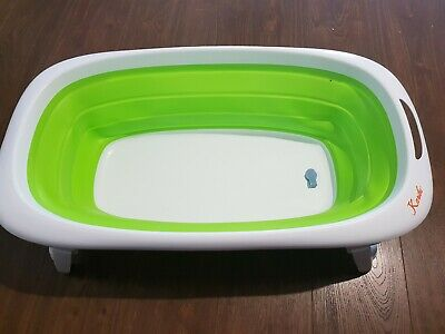 Colapsible baby bath tub