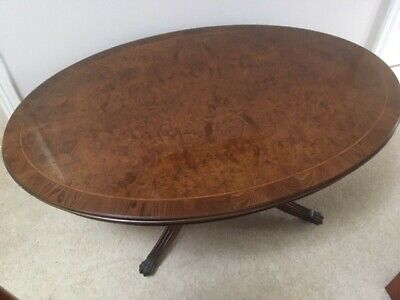 Occasional / coffee table - Top Quality Reproduction style - Walnut - Oval