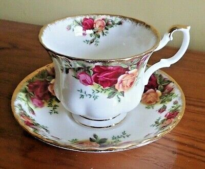 Vintage Royal Albert Old Country Roses Teacups and saucers - Made in England