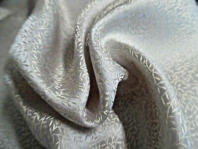 "MICRO JACQUARD VINE DESIGN DRESS SILK~IVORY/OYSTER~9""x22""~DOLL FABRIC"