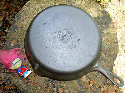GRISWOLD ERIE 9 CAST IRON SKILLET circa 1939-1944  ~ BEAUTIFUL ~ Level