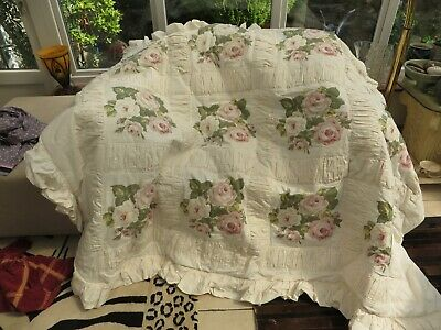 Vintage stunning padded quilt/throw/bedspread roses unusual frill /gathering