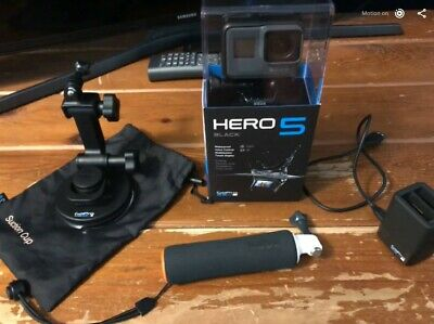 GoPro HERO5 Black - Action Camera w/ accessories (64GB SD Card, Dual Charger...)