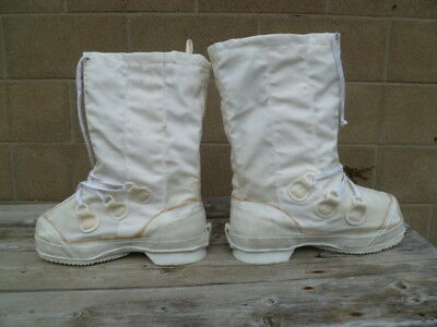 GI Canadian Forces Snow Mukluks Size Men's 8 or 8.5 with Wool Liners & Insoles
