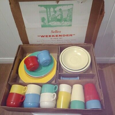 Vintage SELLEX BAKELITE Multi Coloured Picnic Dining Set Cups Plates AUSTRALIAN