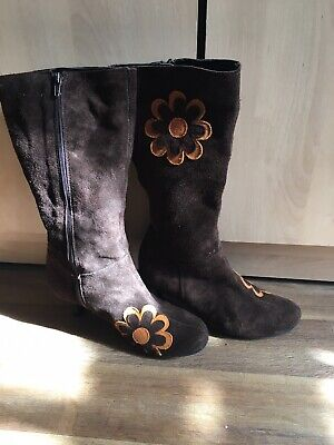 Groovy 60s/70s Brown Suede Boots With Yellow Daisy Print