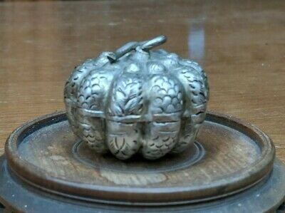 Antique Beautiful Chinese Export Solid Silver Betel Box 54.3G.