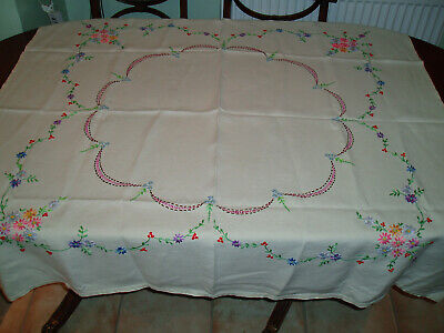 "VINTAGE LINEN HAND EMBROIDERED TABLE CLOTH  50"" x 48"""