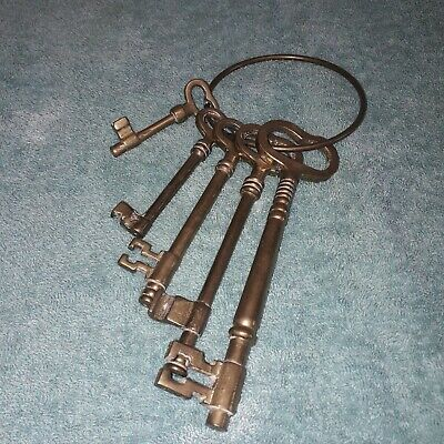 Large Bunch of Brass Skeleton Keys Set of 5 Decorative Antique style.Farmhouse
