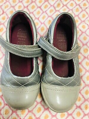 Little Girls Toddler clarks first shoes 6W gray metallic leather