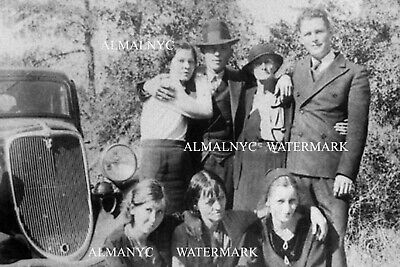 Bonnie and Clyde and their Families, 1930s (4 x 6 photo reprint)