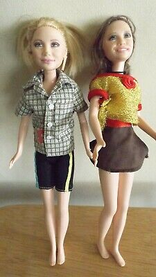 2 Olsen Twin dolls - dressed