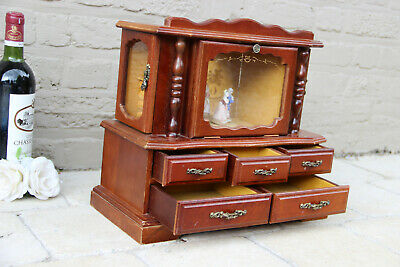 Vintage wood carved Jewelry box music dancing trio figurines moving 1970s