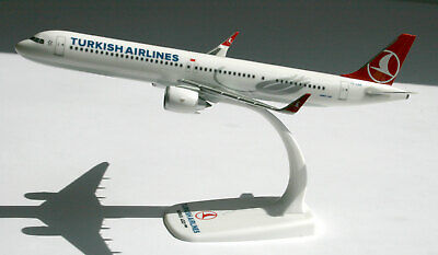 Turkish Airlines Airbus A321neo 1:200 Herpa Snap-Fit FlugzeugModell 612210 A320