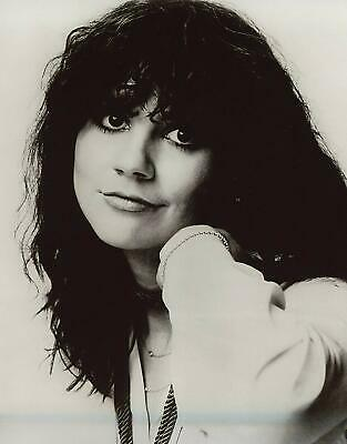 Linda Ronstadt Close Up B/W   8x10 Glossy Photo