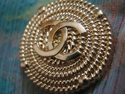 CHANEL  1 CC  MATTE CLEAN GOLD 23mm BUTTON THIS IS FOR ONE