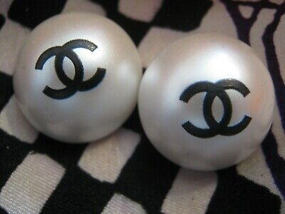 CHANEL  2 CC  PEARL CENTER, BLACK CC 19mm BUTTON THIS IS FOR TWO