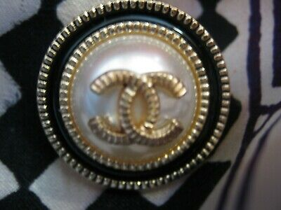 CHANEL  1 CC  PEARL CENTER, BLACK GOLD 23mm BUTTON THIS IS FOR ONE