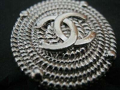 CHANEL  1 CC   CLEAN SILVER 23mm BUTTON THIS IS FOR ONE