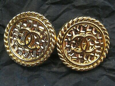 CHANEL  2 CC  LOGO   GOLD  18mm BUTTONS THIS IS FOR TWO FLAWLESS
