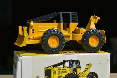 NZG #220 CAT Caterpillar 528 Log Forestry Skidder Diecast 1