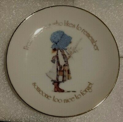 HOLLY HOBBIE Small Wall Plate 1978 - BLUE DRESS GIRL - LOOK!