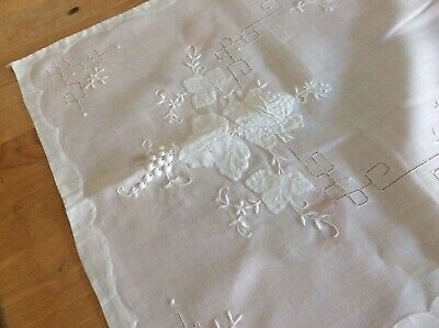Excellent Vintage Madeira Shadow Work Table Runner & 6 Large Napkins
