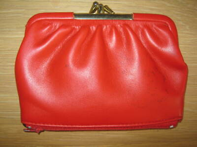 Vintage Red Soft Vinyl ladies clasp purse Lined zipped compartment to base v.g.c