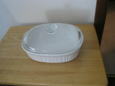 Corning Ware French White Stoneware. 1.5Qt Casserole Dish With Clear Glass Lid