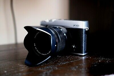 Fujifilm X-E1 silver with Fujinon XC 16-50 mm MINT
