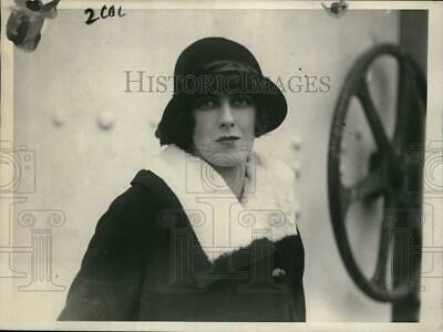 1924 Press Photo The Face of England's Most Beautiful Woman Mrs. Richard Norton