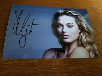Rare Margot Robbie Autographed Photo (Suicide Squad).
